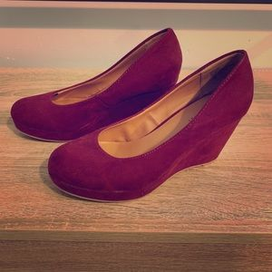 Deep Red Nine West suede wedge